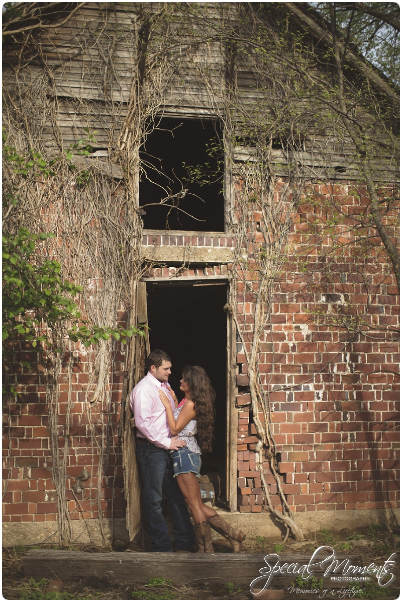 Outdoor Engagement Portraits, Southern Engagement Pictures, Engagement Pictures_0052