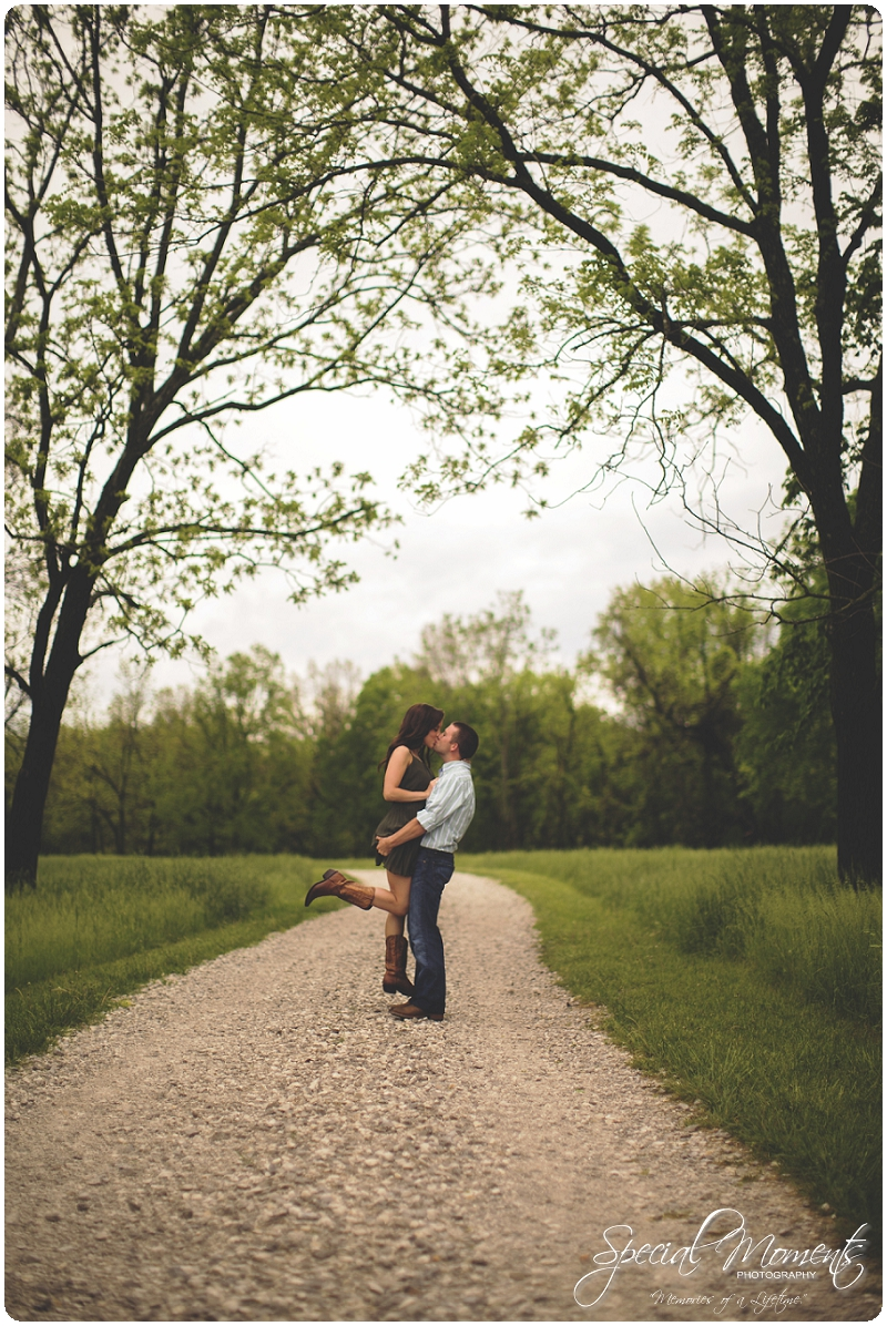 Southern engagement pictures, Engagement Picture ideas, Country Engagement Pictures_0043