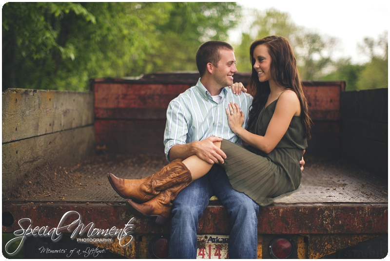 Southern engagement pictures, Engagement Picture ideas, Country Engagement Pictures_0049