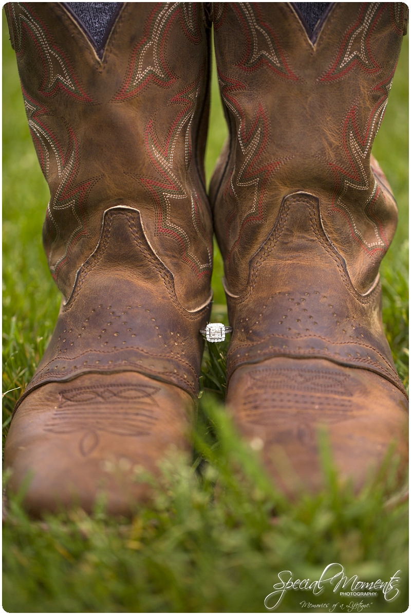 Southern engagement pictures, Engagement Picture ideas, Country Engagement Pictures_0055