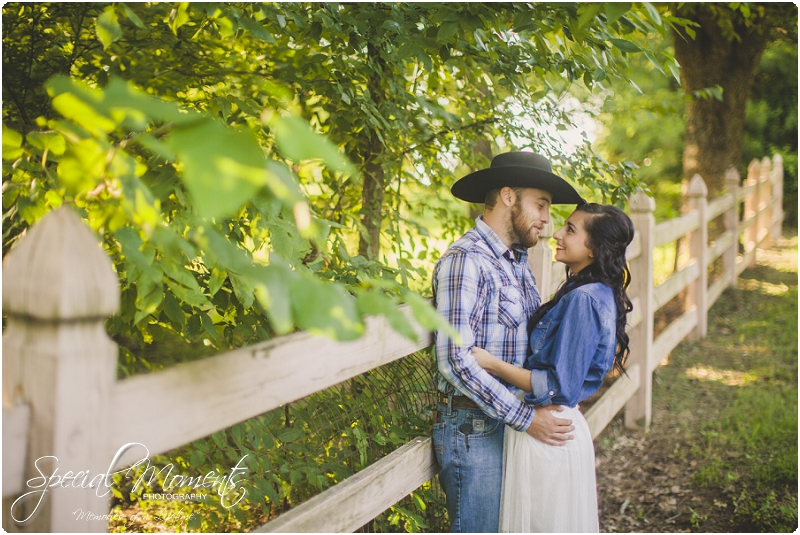 fort smith arkansas photographer, southern engagement pictures, outdoor engagement pictures_0000